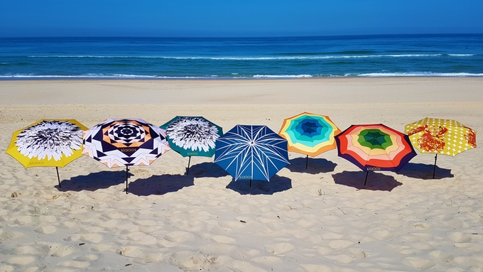 Klaoos Sonnenschirm: Der bunteste Schattenspender am Strand